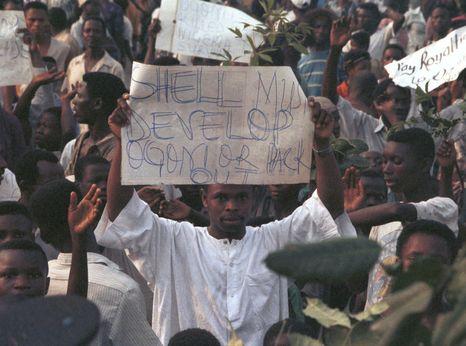 Ogoni Day Demonstration in Nigeria © Tim Lambon / Greenpeace