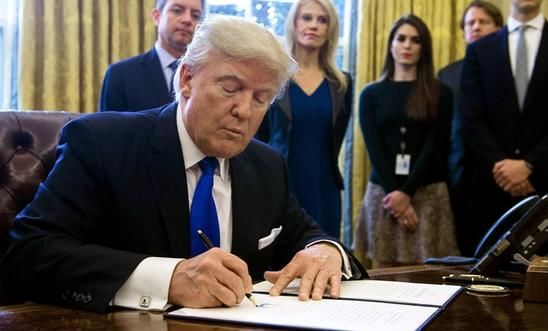 https://www.amnesty.org.uk/files/styles/poster/s3/2017-05/236101_donald_trump_signs_executive_orders.jpg?xX.swwtbzZkFPhu2aTQdQUjE9wmqlnB1&itok=syD8MSKZ