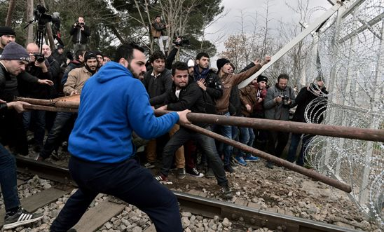 Refugees try to break into the Greek-Macedonian borders during their protest