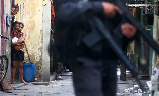 (c) 2014 Getty Images_Federal_Forces_Occupy_Mare_Favela_Complex