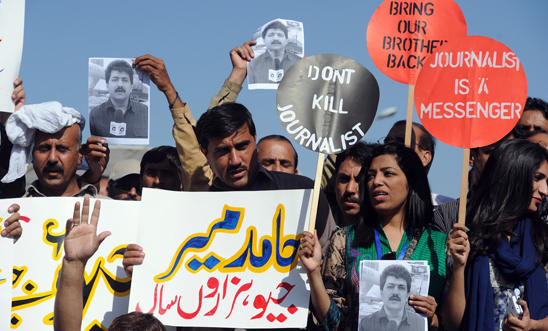 Pakistan Federal Union of Journalists protest the shooting of Hamid Mir