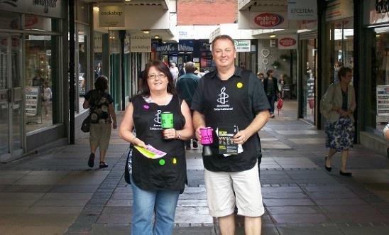 Hitchin Street Collection (14/6/2014), two volunteers collecting near the Market