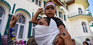 Mother and son protesting in Kashmir