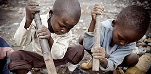 Children mining cobalt in the DRC
