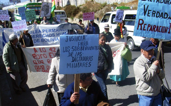Demonstration by victims of military regimes in Bolivia, 2014